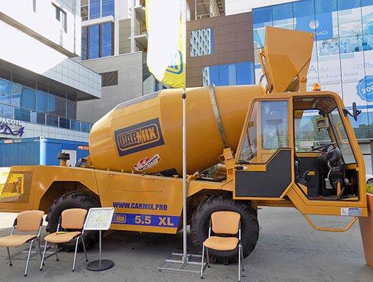 Один из экспонатов выставки - бетоносмеситель Carmix 3500 TC