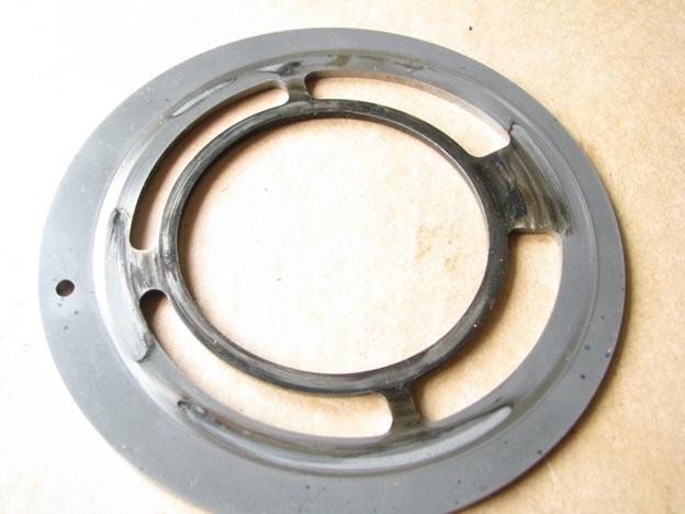Распределительный диск. Следы перегрева и воздействия частиц разрушения насоса