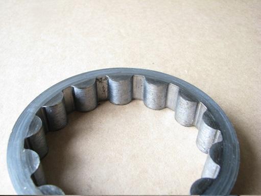 Элемент насоса подкачки. Следы высоких контактных нагрузок, материал имеет следы деформации и наклёпа